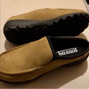 LANDS END NWT 6.5 SUEDE SHOES